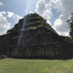 カンボジアのコーケー遺跡群へ!絶景のプラサットトムを登頂