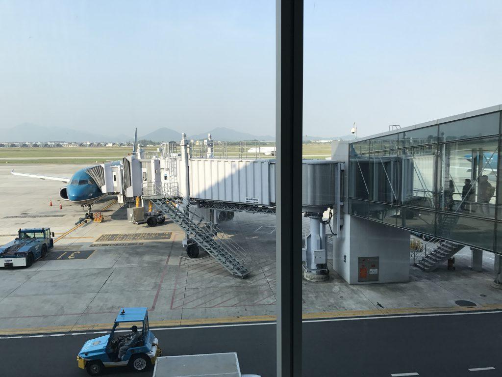 ベトナム空港でシェムリアップへ
