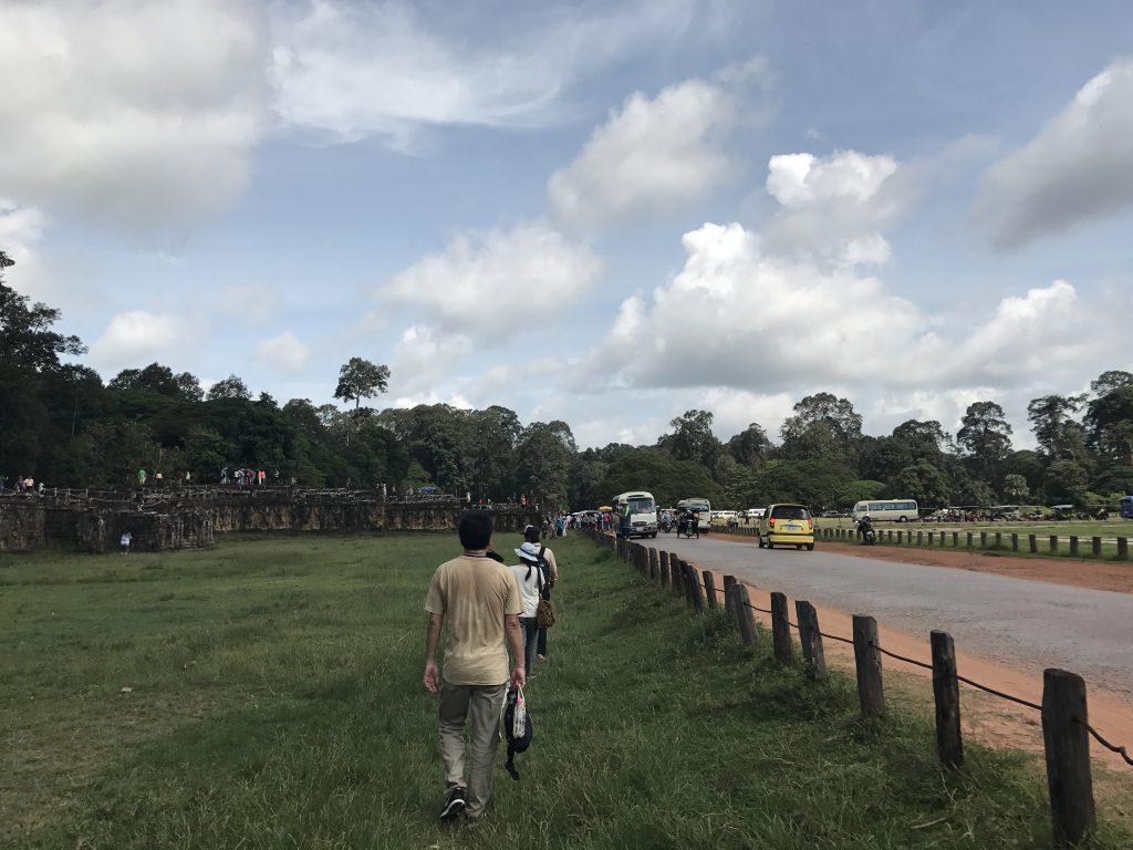 象のテラスと道