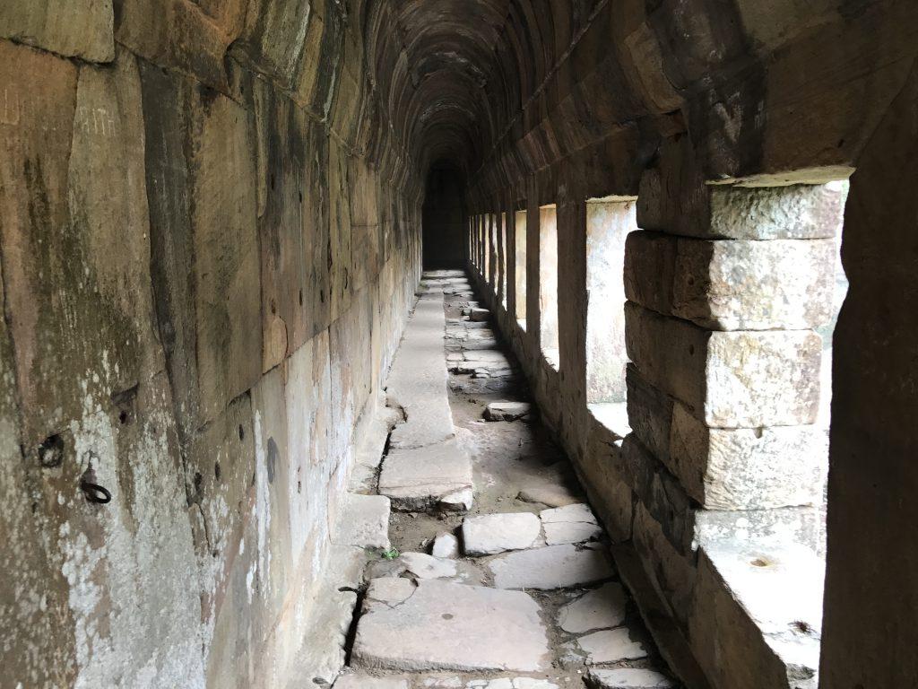 プレアヴィヒア寺院回廊