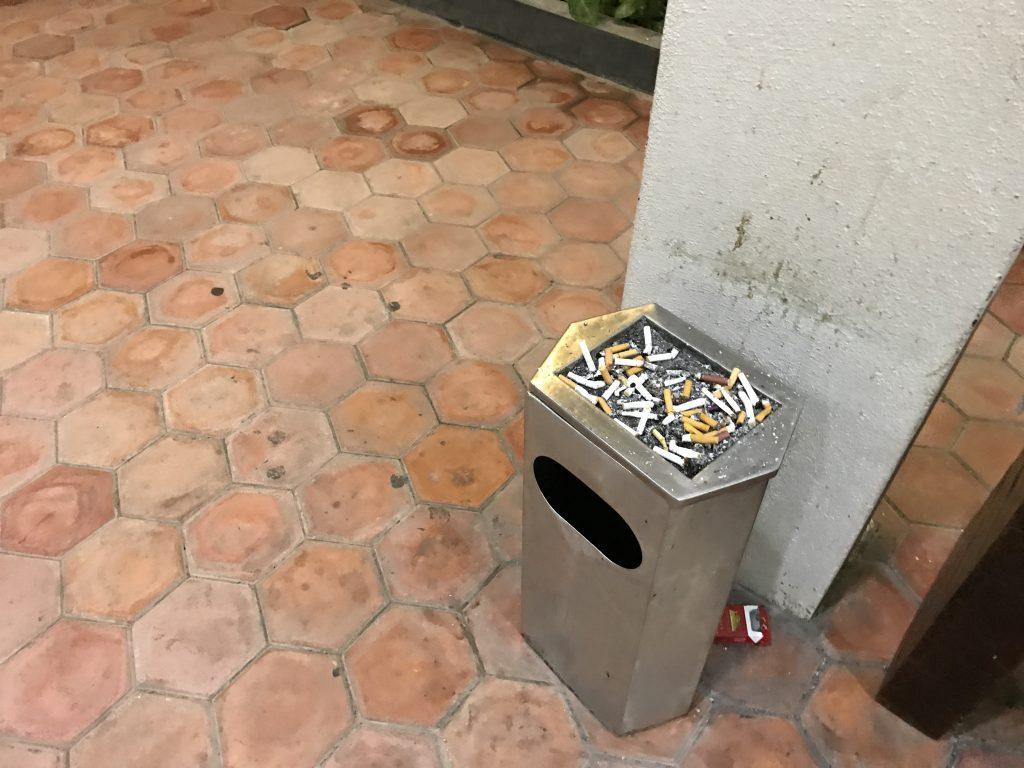 シェムリアップ国際空港喫煙所