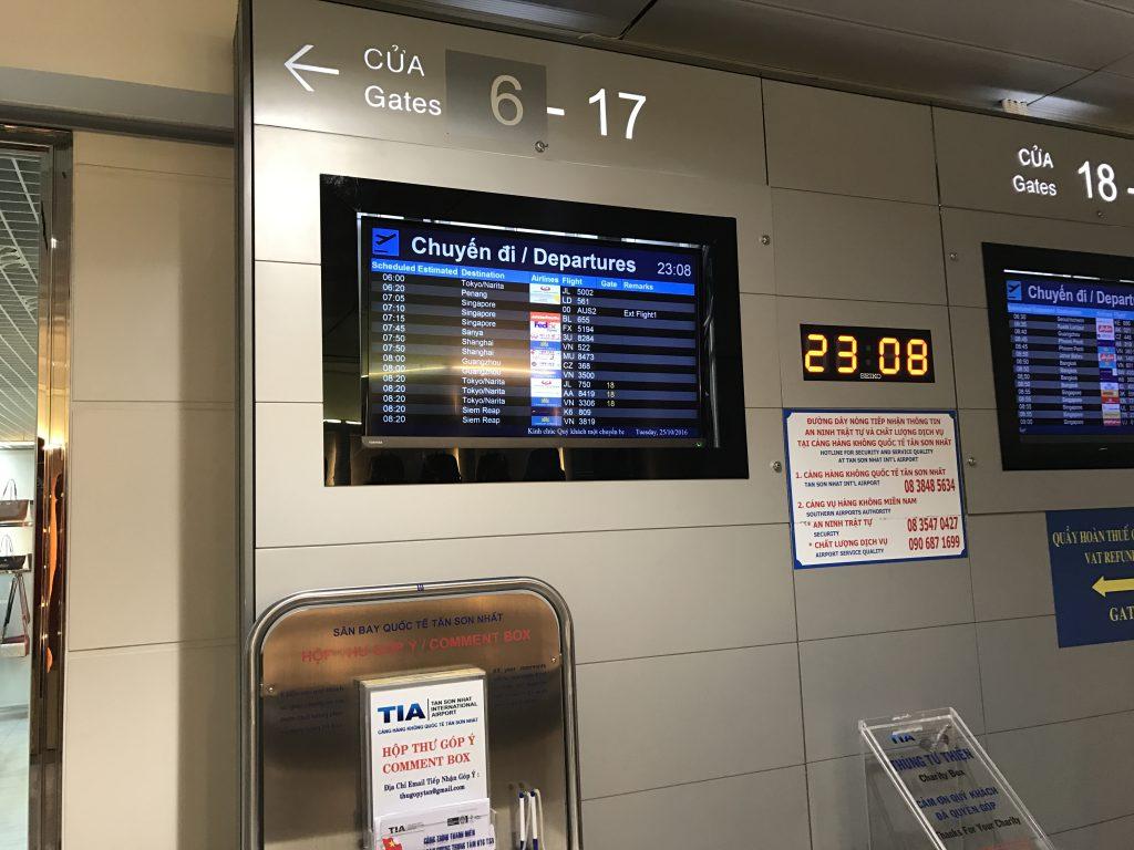 タンソンニャット国際空港電光掲示板