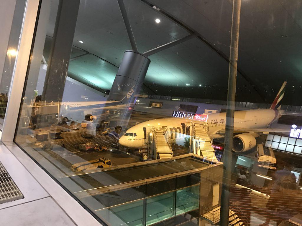 空港フードコート景色