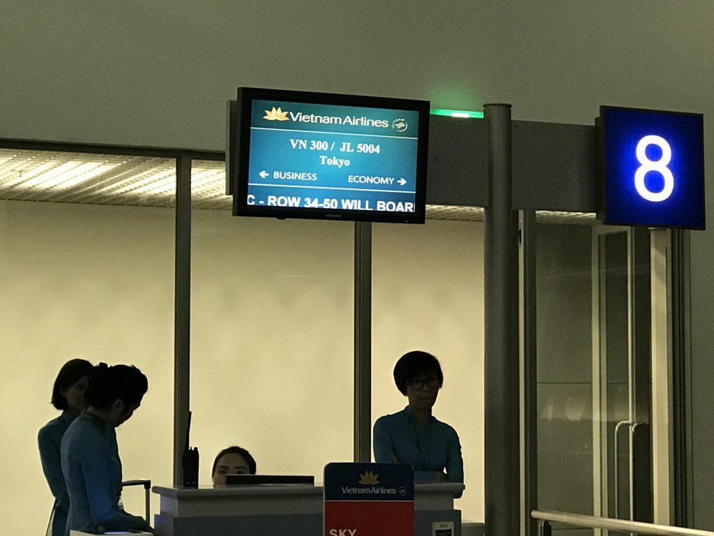 タンソンニャット国際空港搭乗ゲート