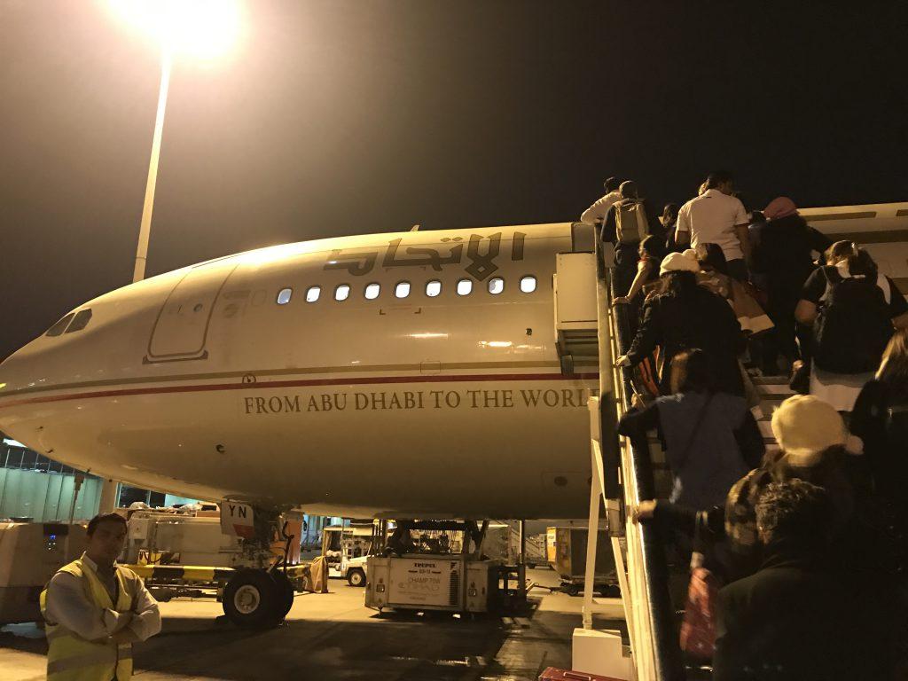 アブダビ国際空港飛行機