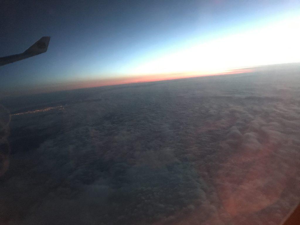 イタリア上空朝焼け