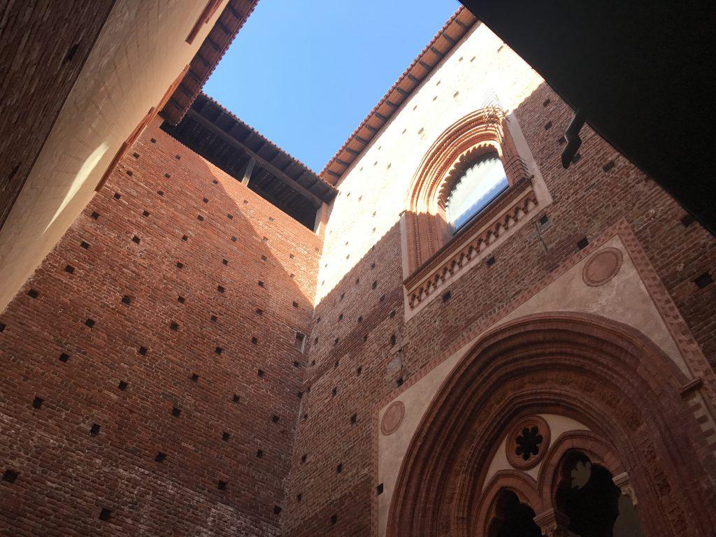 スフォルツェスコ城