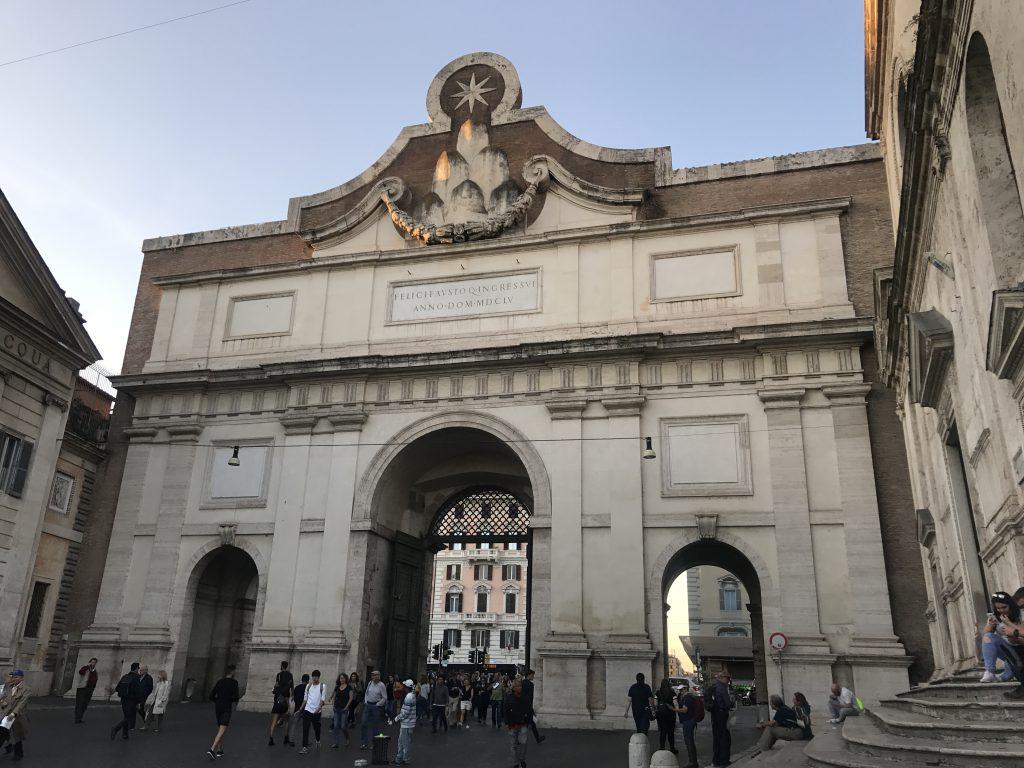 ポポロ門反対側