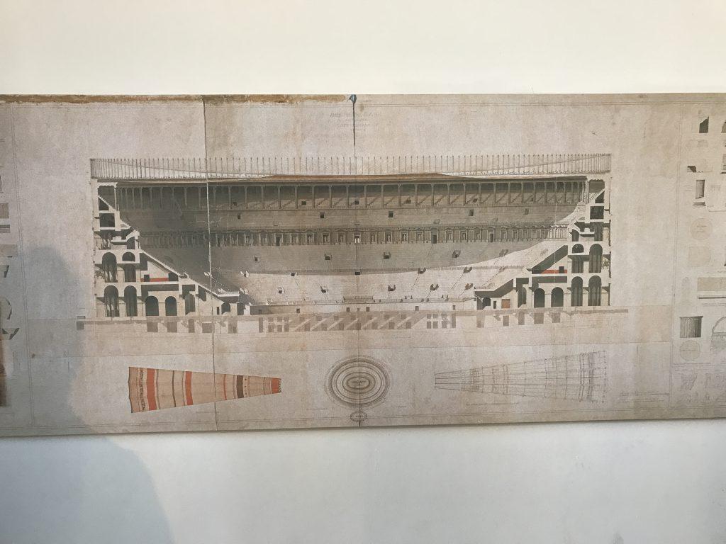 コロッセオ 屋根