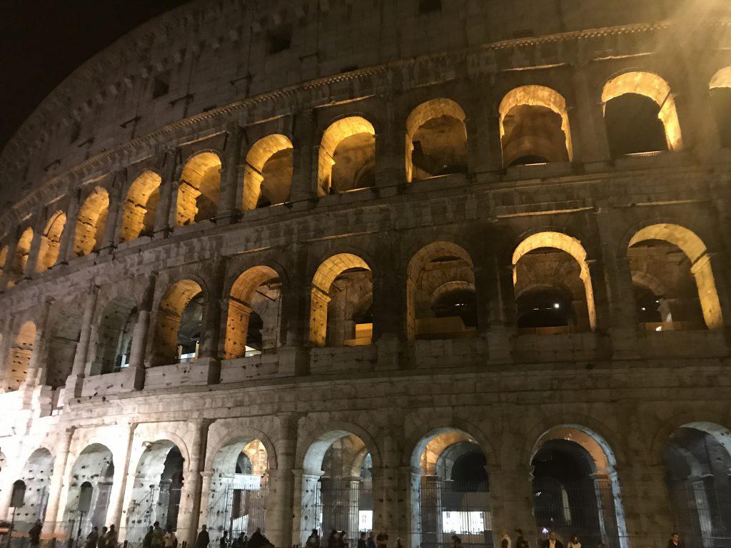 夜のコロッセオ