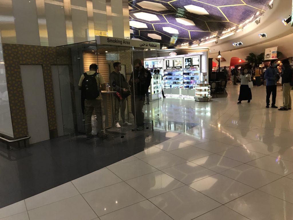 アブダビ国際空港喫煙所