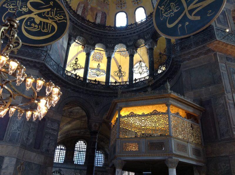3つの宗教の変遷を感じるアヤソフィア!ブルーモスクとの興味深い関係も