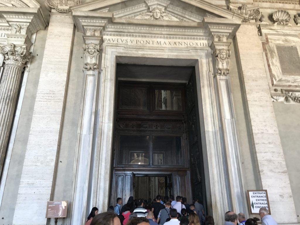 サン・ピエトロ大聖堂 入口