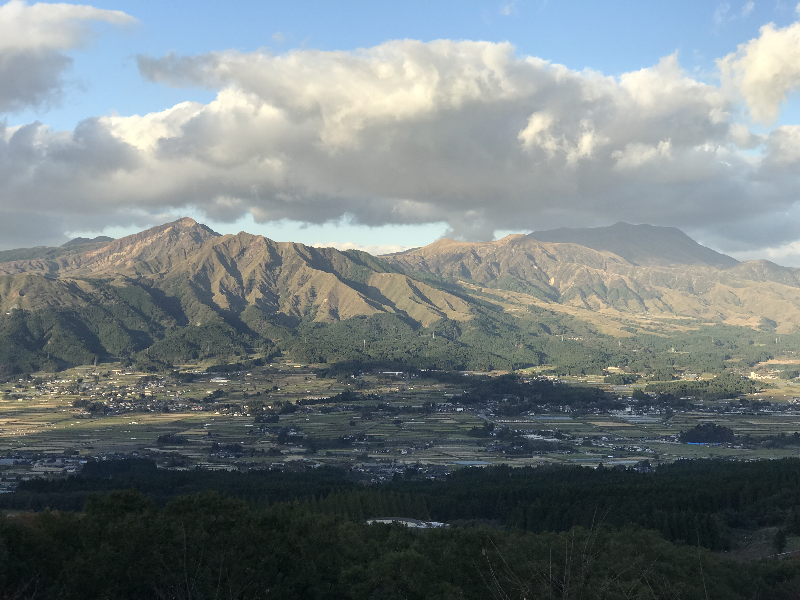南阿蘇村と世界最大のカルデラ阿蘇山、そして震災の傷跡阿蘇大橋へ
