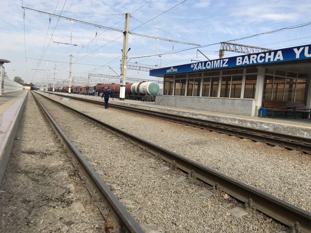 サマルカンド駅線路