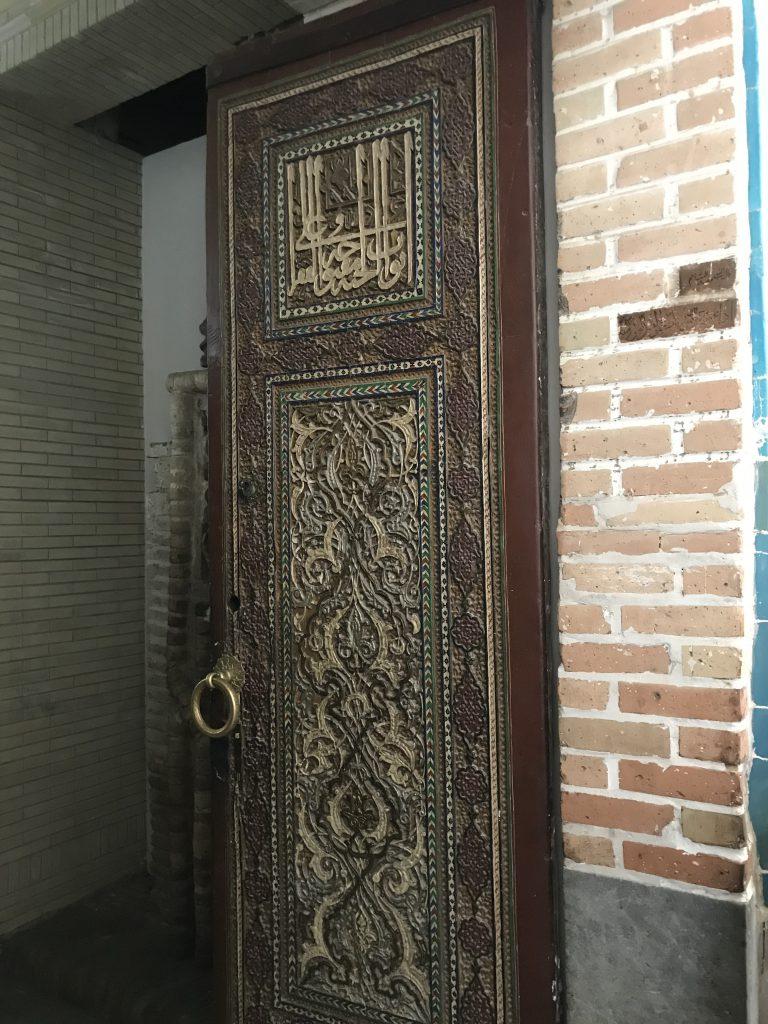 クサム・イブン・アッバース廟楽園の扉