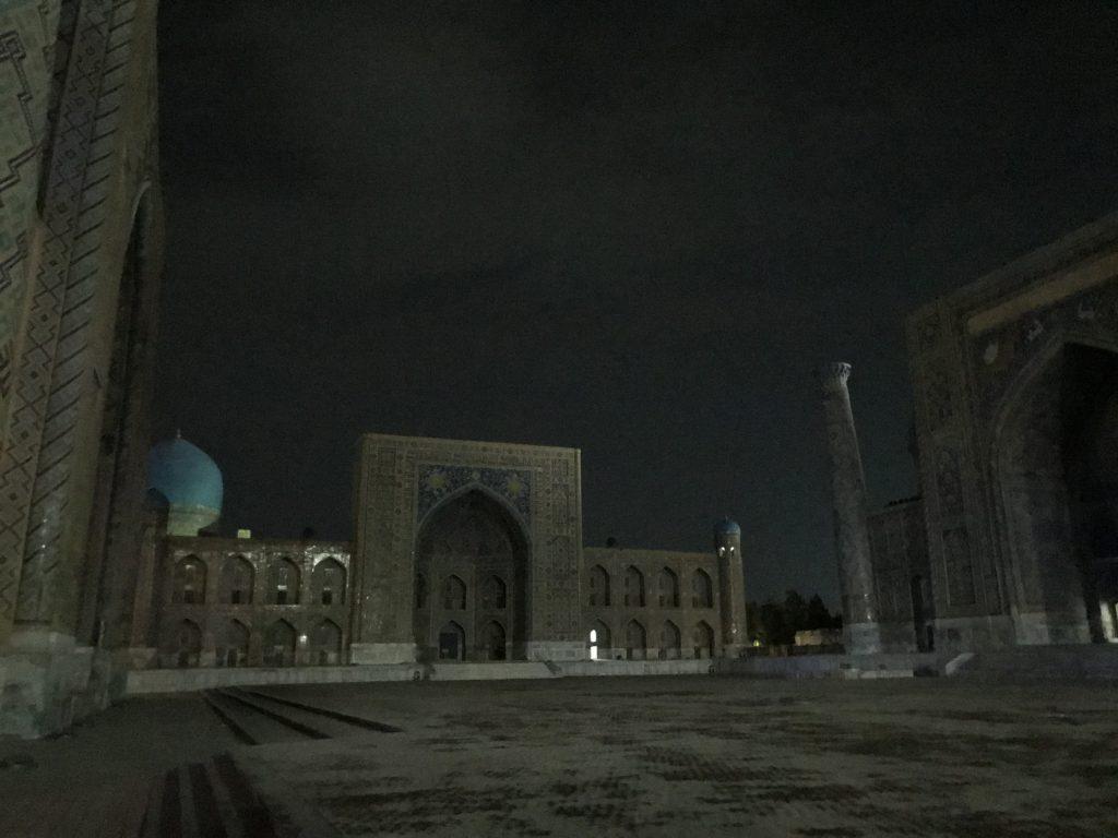 夜のレギスタン広場