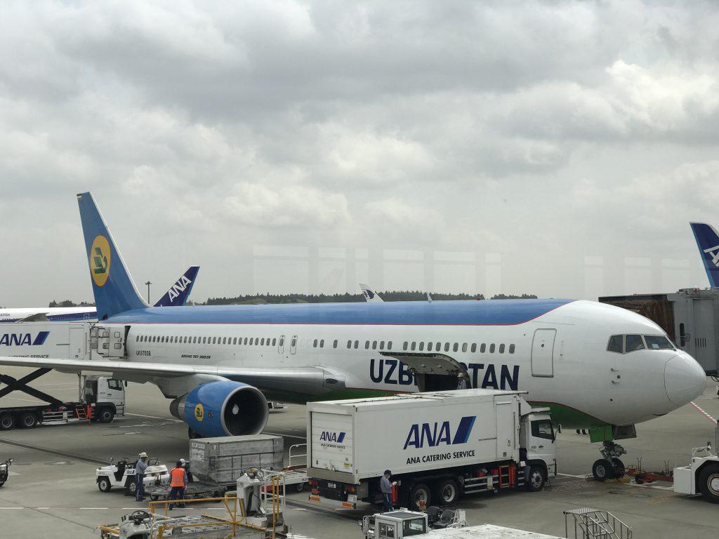 ウズベキスタン国際航空旅客機