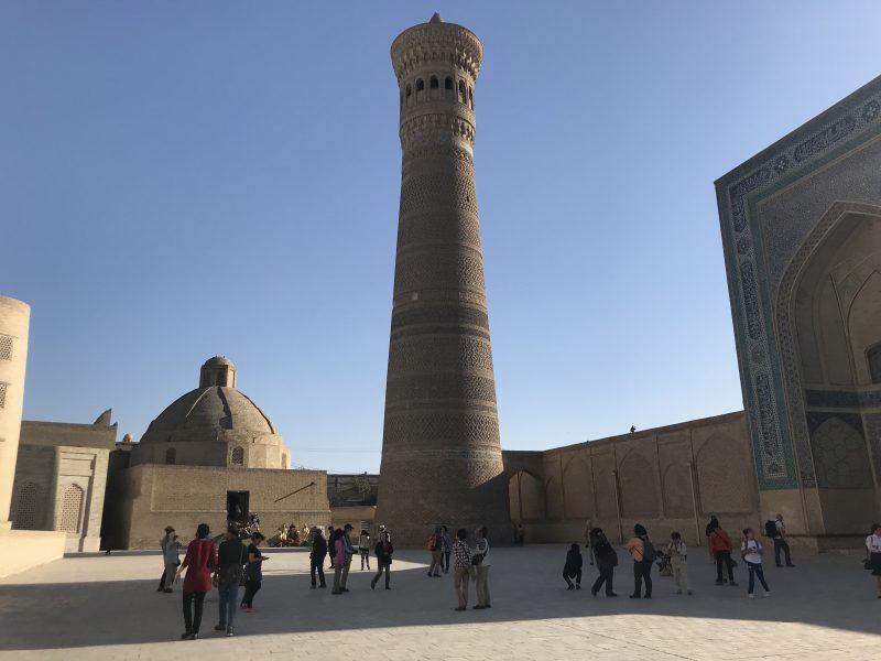 命の灯台?ブハラのカラーンミナレットと圧巻のカラーンモスクへ
