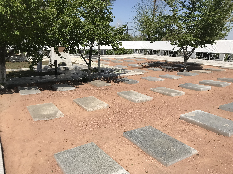ウズベキスタンのタシケント抑留日本人墓地とナヴォイ劇場へ訪問