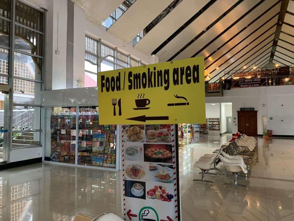 ルアンパバーン国際空港 喫煙所