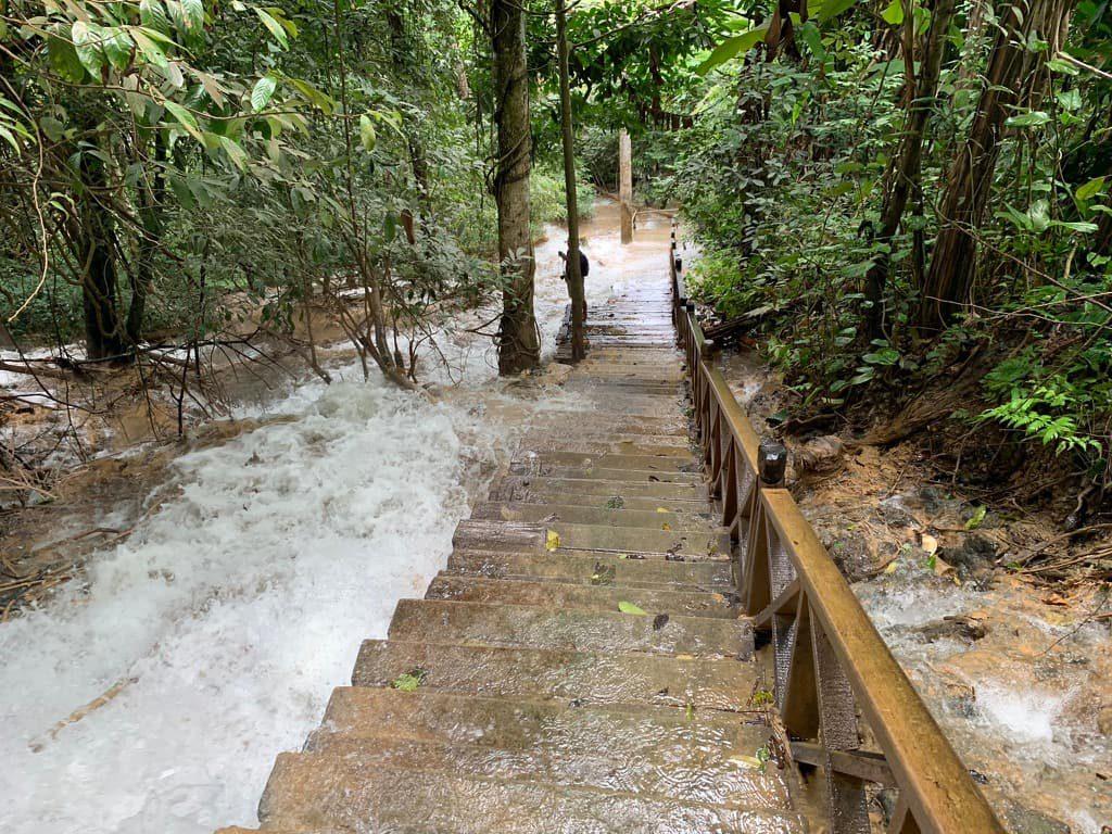クアンシーの滝 階段