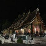 世界遺産ルアンパバーンの美しい寺院ワット・シェントーン観光へ