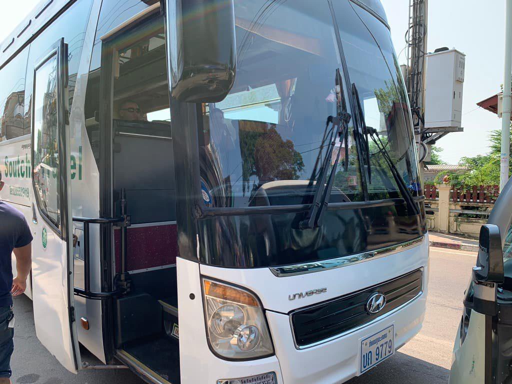 ラオス 長距離バス