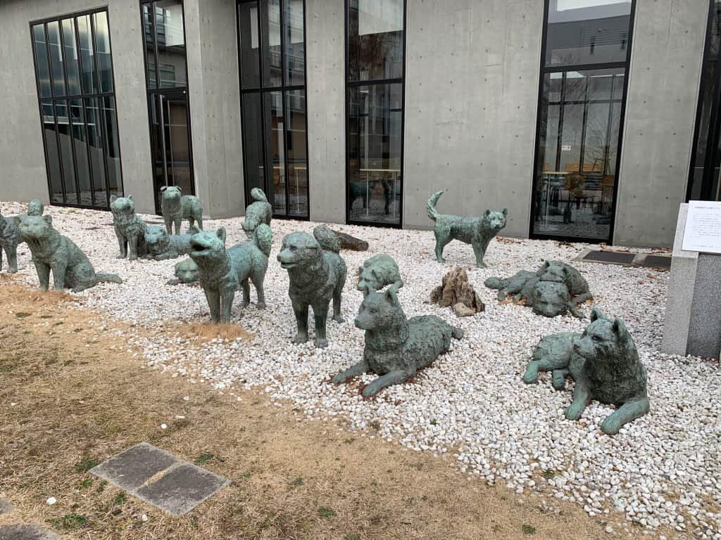 カラフト犬ブロンズ像