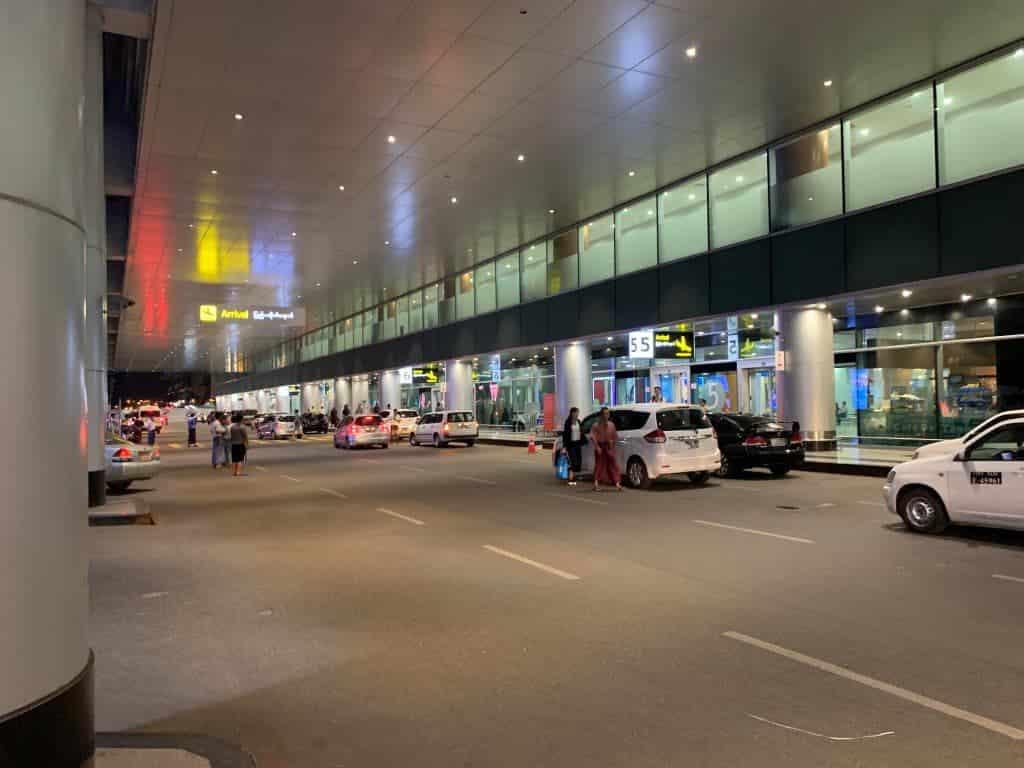 ヤンゴン国際空港 外