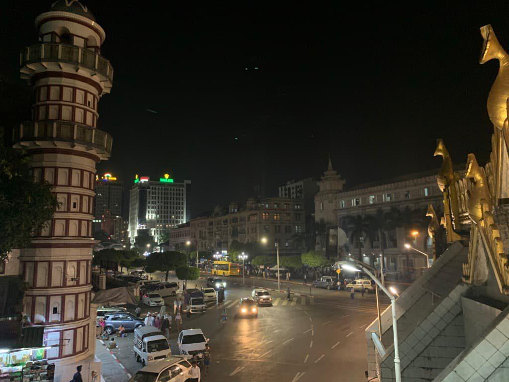 夜のヤンゴン