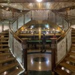 ビンテージラグジュアリーヨットホテル 階段