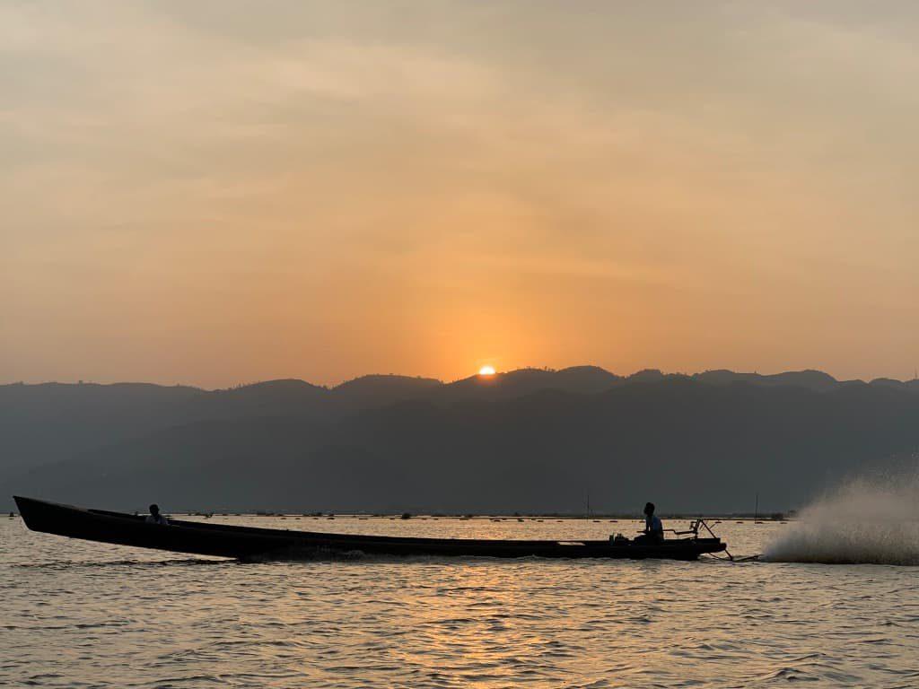 インレー湖 夕日