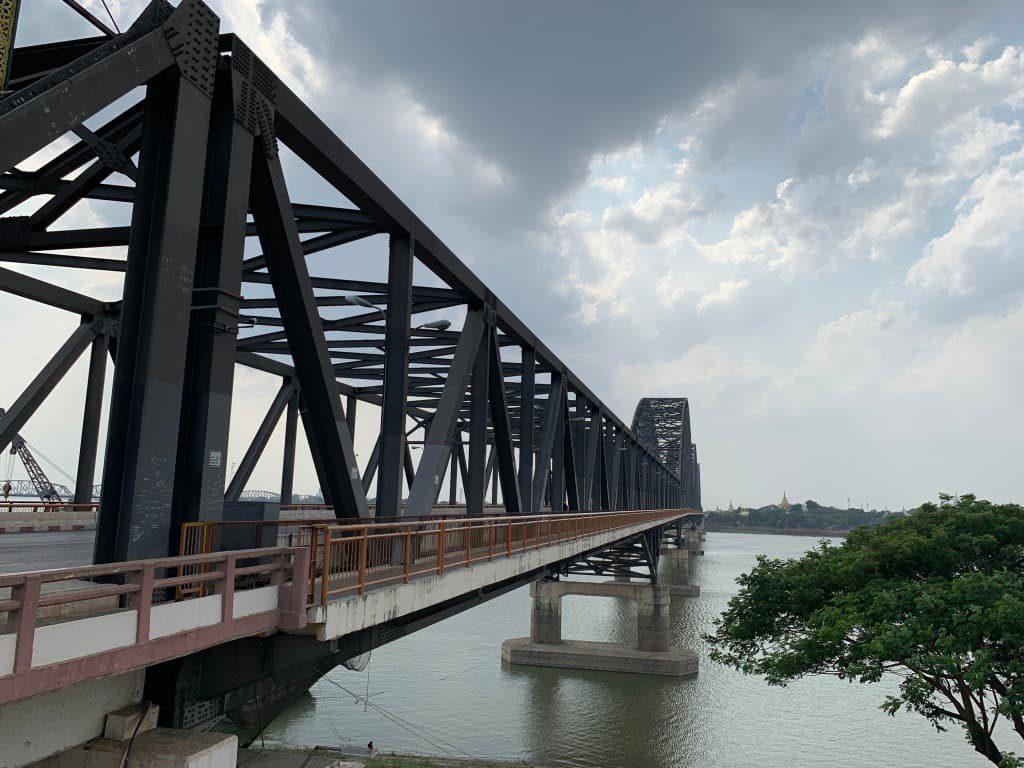 エーヤワディー川 鉄橋