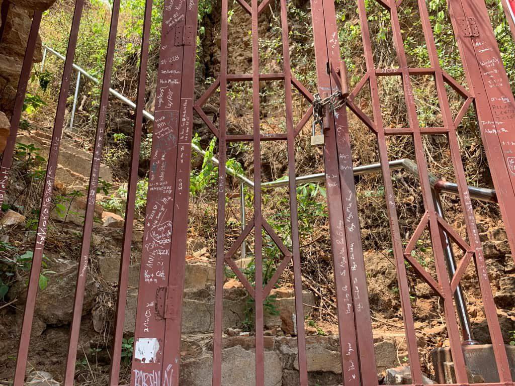 ミングォンパゴダ 階段上