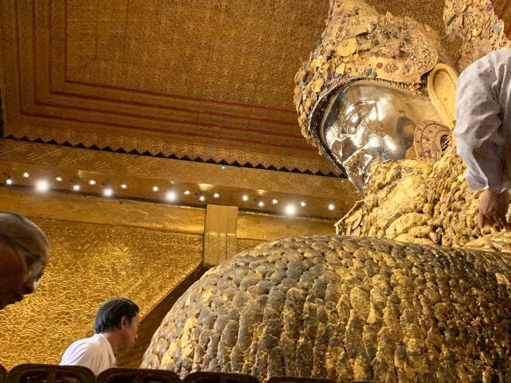 マハムニパゴダ 仏像の間