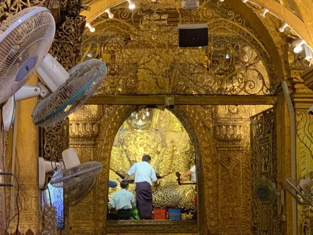 マハムニパゴダ 仏像