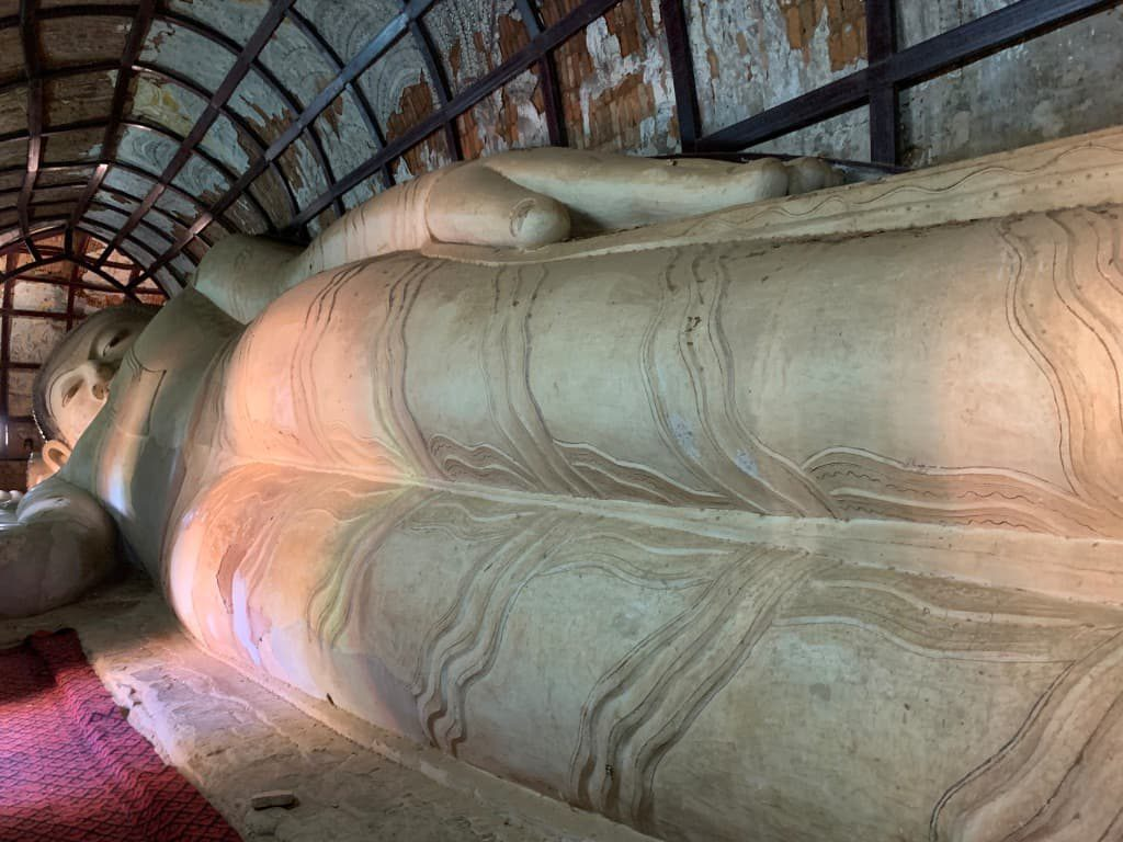 シュエサンドーパゴダ 寝仏像