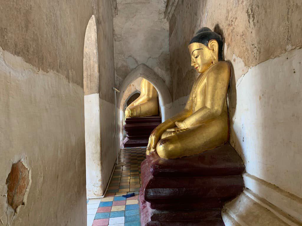 ゴドーパリィン寺院 回廊