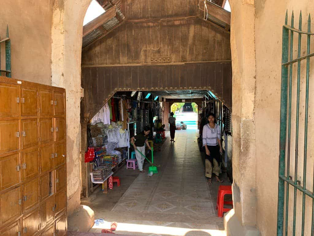 ゴドーバリィン寺院入口