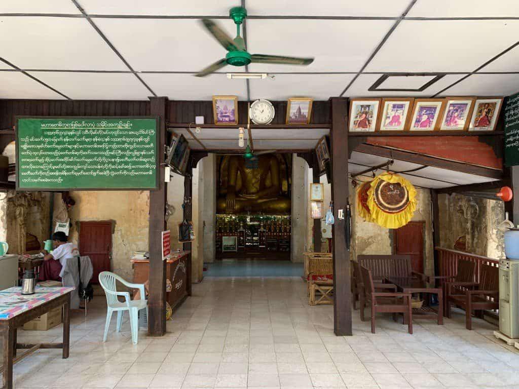 マハーボーディ寺院 内部