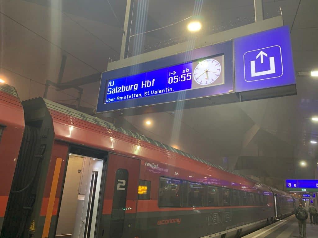 オーストリア中央駅ホーム
