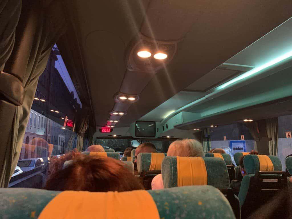 IC代行バス内部