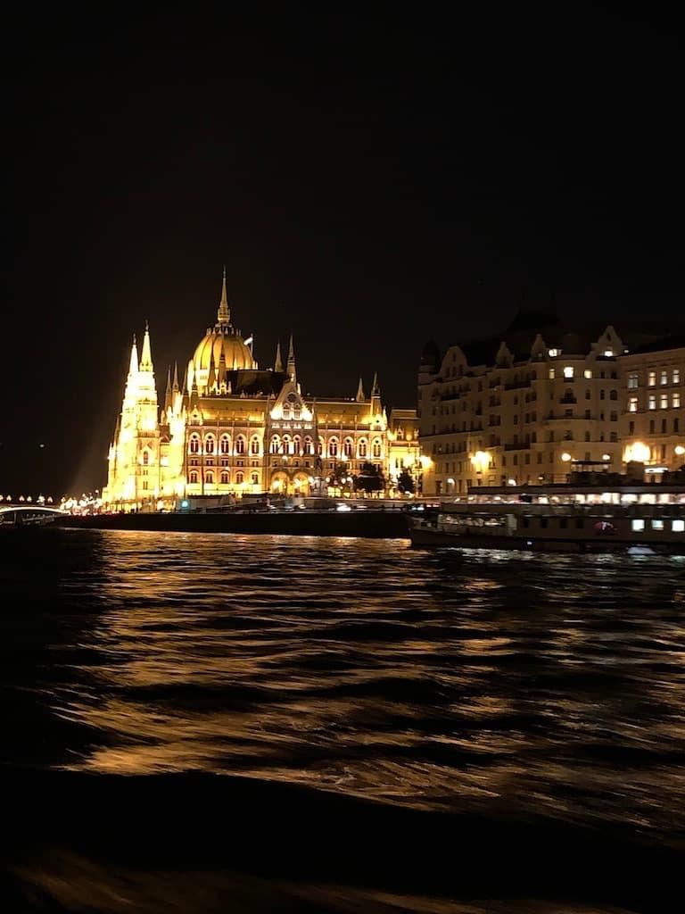 ブダペストドナウ川クルーズ ハンガリー国会議事堂