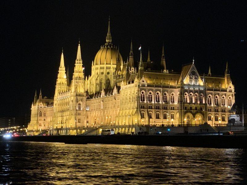 ドナウ川クルーズ ハンガリー国会議事堂