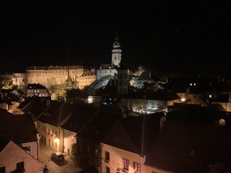 夜のチェスキークルムロフ城
