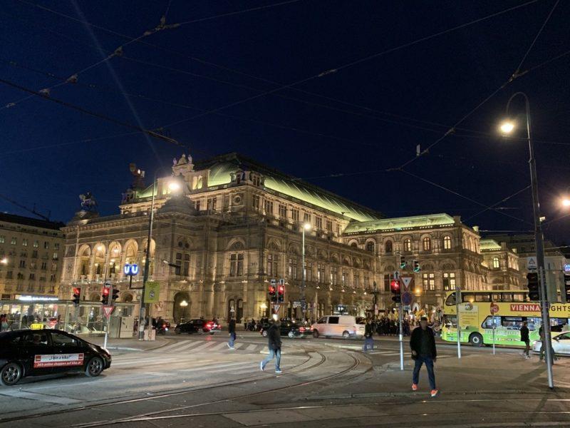 ウィーン国立歌劇場 ライトアップ