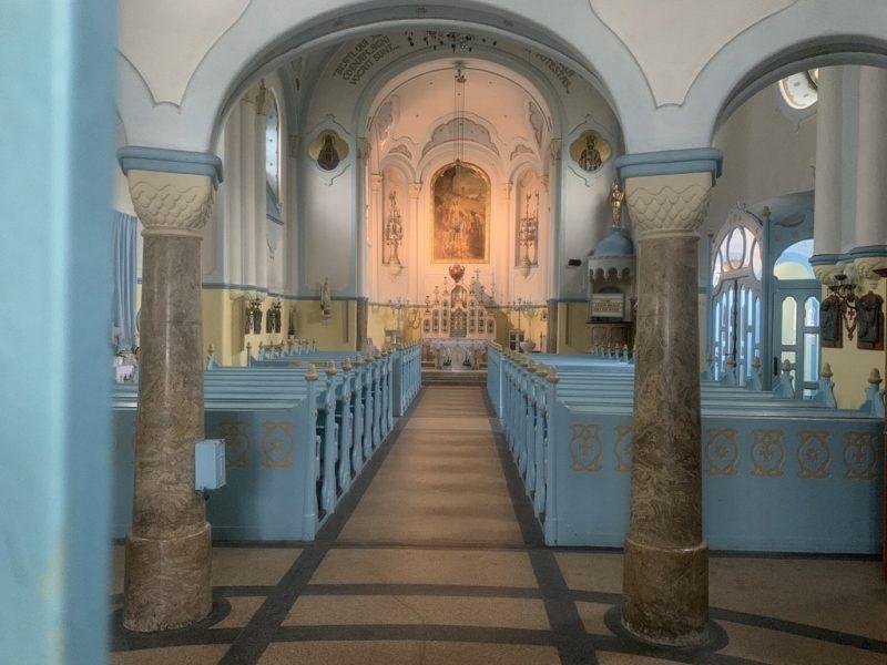 青の教会 内部