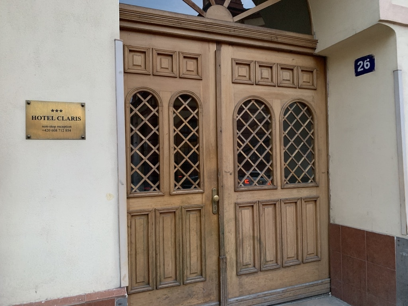 ホテルクラリス 入口