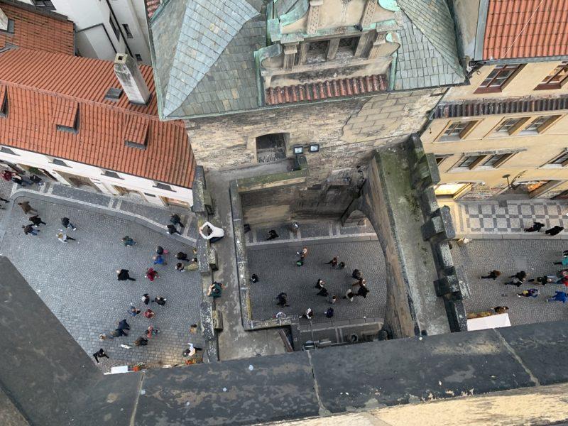 マラー・ストラナ橋塔から真下を見る